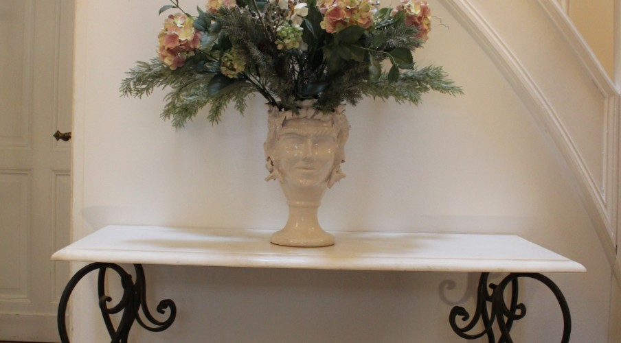 Flower decoration in the hall